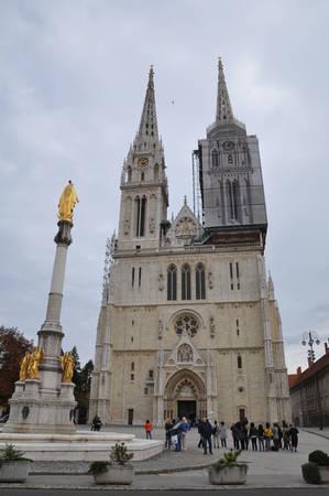 Zagreb Main Church là toà nhà cao nhất Croatia, được xây dựng từ thế kỷ 13. Do kết cấu đá vôi đặc thù mà nhà thờ đã được tu sửa liên tục trong hơn 20 năm và hy vọng sẽ sớm hoàn thành trong vài năm tới.