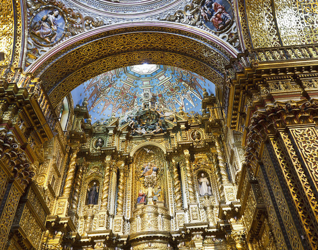 Nhà thờ Jesuit nằm ở thủ đô Quito (tên chính thức là Compnia) được trang trí với số lượng lớn vàng lá bên trong sẽ khiến khách du lịch phải thốt lên kinh ngạc.