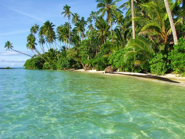 Và làn nước biển trong veo tuyệt hảo đang chờ đợi bạn bên bờ phía Tây nam đảo Upolu.