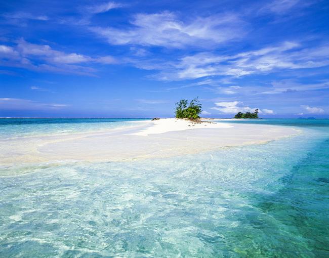 Tỉnh New Ireland thu hút với bãi biển cát trắng và nước trong veo không một vết gợn.
