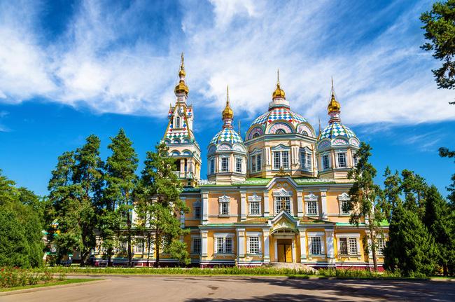 Nhà thờ Ascension ở thành phố Almaty được xây từ gỗ và không dùng đến một cái đinh nào nhưng là tòa nhà duy nhất trong thành phố sống sót qua trận động đất năm 1911.