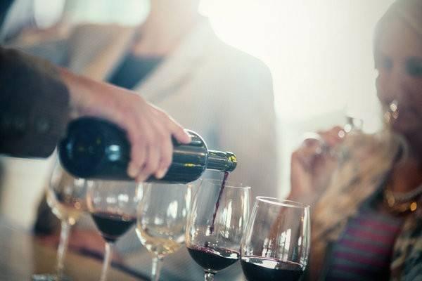 Chuyến đi nếm thử rượu: Một chuyến đi kiểu này sẽ giúp bạn kết nối với những người bạn cũ, hoặc gắn kết các thành viên trong gia đình. Cùng hàn huyên trong khi nhâm nhi ly rượu, nếm thử các món ăn và không phải bận tâm đến bất cứ điều gì sẽ là một trải nghiệm lý tưởng.
