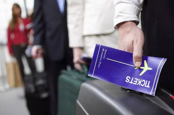 Đặt vé máy bay vào phút chót: Có nhiều cách để tìm được những chuyến bay rẻ vào phút chót. Tuy nhiên, bạn nên khoanh vùng thời gian muốn du lịch, sau đó chọn ứng dụng như Get The Flight Out để chọn điểm đến vào phút chót.
