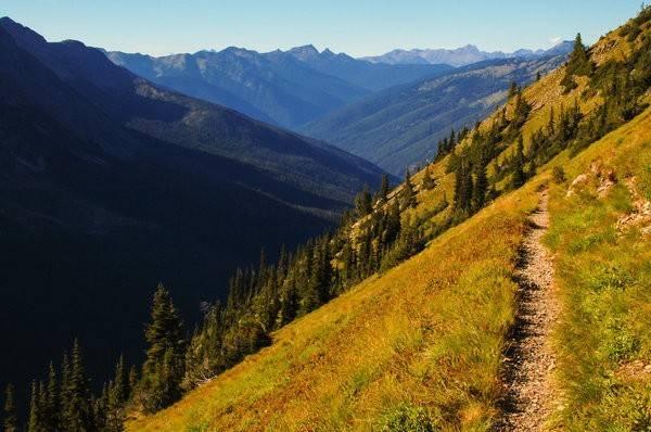 Chuyến leo núi dài ngày: Một chuyến leo núi là cách tuyệt vời để giải toả đầu óc, làm cho bản thân tự tin hơn, và cũng là cơ hội để tĩnh tâm nhìn lại xem mình thực sự muốn gì trong cuộc sống.