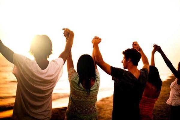 Tình nguyện viên: Một chuyến đi làm tình nguyện viên sẽ giúp thắt chặt mối quan hệ, mở mang hiểu biết về văn hoá. Bạn có thể tham khảo các trang web như Go Oversea để tìm kiếm cơ hội cho chuyến đi.