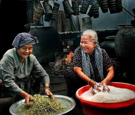 Bánh chưng bánh tét mang Tết về. Ảnh: Mỹ Thuận Huỳnh