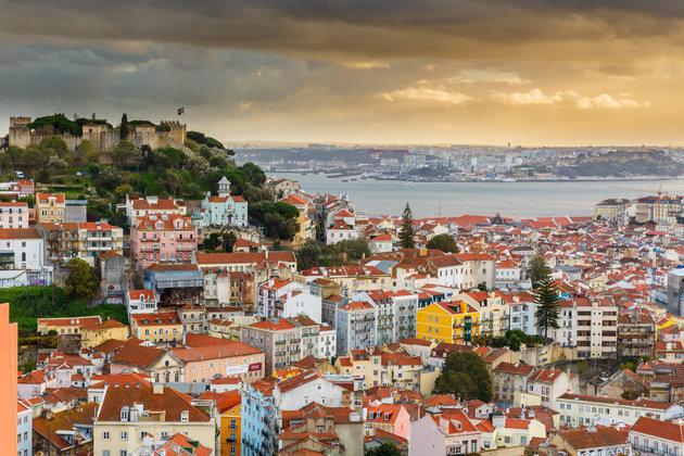 Thành phố cổ tích Lisbon nghiên mình bên bờ sông Tagus