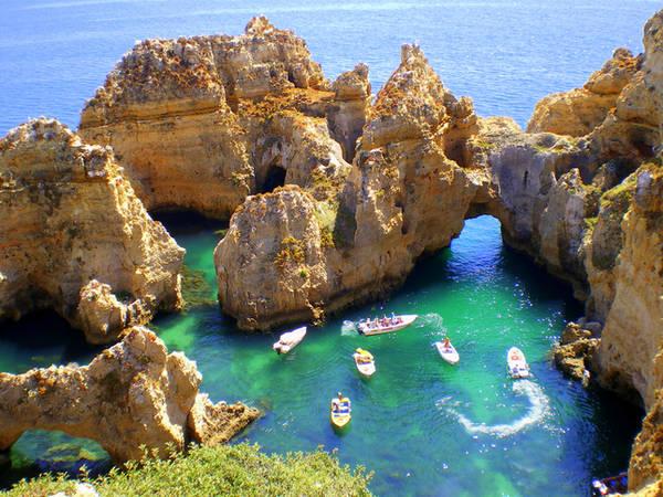 Những bãi biển hoang sơ, vịnh nhỏ tuyệt vời, cảnh quan xanh tươi, cảng cá, vẻ đẹp tự nhiên đầy cảm hứng
