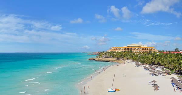Varadero: Chuỗi khu nghỉ mát Varadero nằm trên bờ biển cát trắng mịn và sóng biển xanh rì rào.