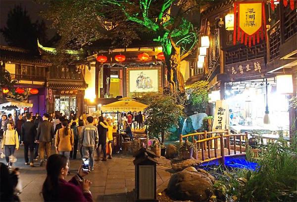 Một góc phố cổ về đêm ở Thành Đô, tỉnh Tứ Xuyên. Ảnh: The Star.
