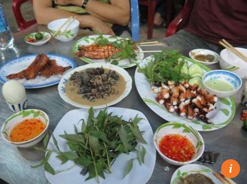 Ốc Oanh – 534 đường Vĩnh Khánh, quận 4 Theo Bao La, sẽ thật thiếu sót nếu đến Sài Gòn mà không ăn ốc. Quận 4 là thiên đường của các loại hải sản với đủ món từ tôm, cua, ốc, chế biến đa dạng và vô cùng đậm đà.