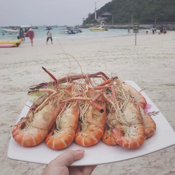 Đến Kor larn bạn đừng quên thưởng thức hương vị biển nơi đây. Ảnh: @masakoniuniu
