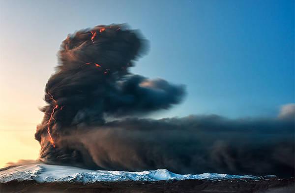 Núi lửa Eyjafjallajökull trong đợt phun trào năm 2010 - Ảnh: Gunnar Gestur