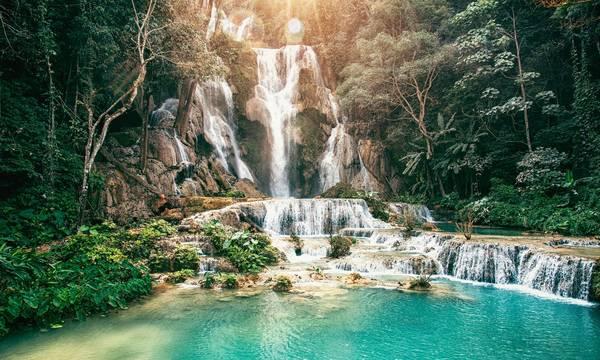 Ngọn thác Kuang Si đẹp như một bức tranh nhất là vào buổi sáng sớm mùa xuân. Ảnh: guardian