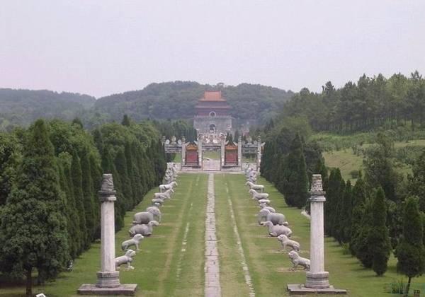 2 khu lăng mộ thể hiện quyền lực của vương triều Nhà Thanh