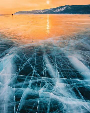 Ở một số nơi băng trơn như gương. Bạn có thể chụp những bức ảnh phản xạ đầy nghệ thuật, nhất là khi mặt trời lên.