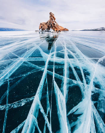 Rất nhiều du khách đã tới đây để trượt băng, đạp xe hoặc trượt tuyết. Một số người sẵn sàng đi bộ cả trăm km trên mặt băng, ngủ lều trên băng để cảm nhận cái lạnh cũng như không gian lung linh huyền ảo.