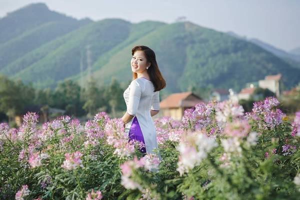"""""""Thiên đường hoa Quảng La"""" trải dài 25ha là điểm hẹn lý tưởng cho những người yêu hoa và đam mê chụp ảnh."""
