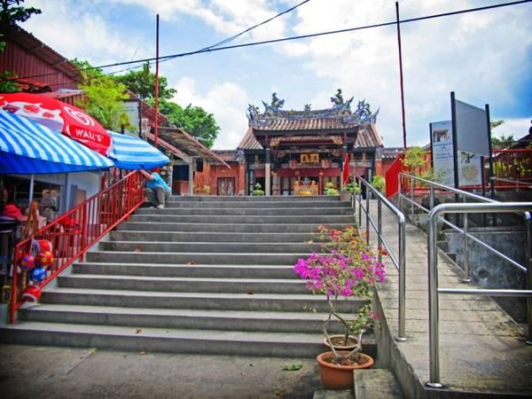 Đền Rắn (hay còn gọi là đền Penang) là ngôi đền nổi tiếng ở tỉnh Sungai Kluang, Penang, Malaysia, thu hút rất đông khách du lịch mỗi năm.