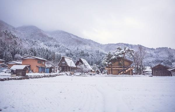 Tuyết trắng biến Shirakawago thành nơi có phong cảnh mùa đông bình yên nhất trên đất nước Mặt trời mọc.
