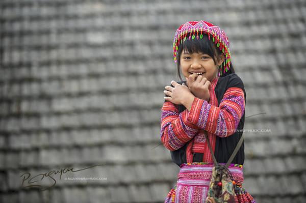 Nụ cười hồn nhiên của một em gái người Mông - Ảnh: Nguyễn Vũ Phước