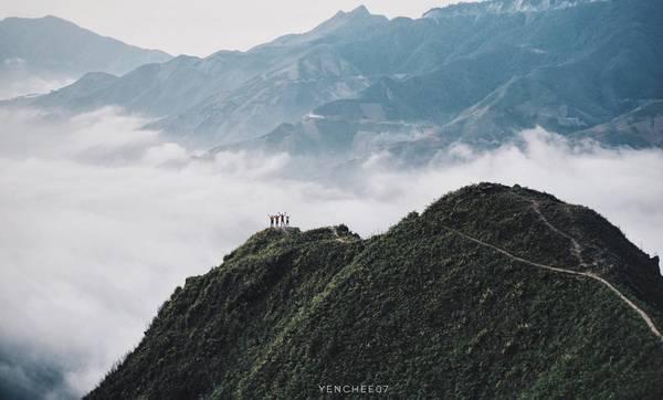 Xã Tà Xùa, huyện Bắc Yên, Sơn La hiện là địa điểm săn mây được nhiều người ưa thích. Đắm mình trong biển mây Tà Xùa, ta như đang đi lạc vào một chốn thiên đường nơi hạ giới. Thời điểm thích hợp để săn mây là từ tháng 12 đến tháng 3. Vì vậy đây cũng là cung đường lý tưởng để khám phá dịp nghỉ Tết. Ảnh: Hai Yen Chu.