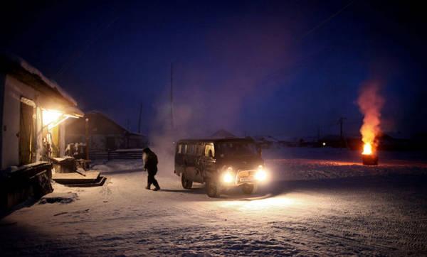 Xe hơi trong làng phải đậu trong ga-ra được sưởi ấm. Nếu đậu bên ngoài thì phải nổ máy, nếu không bạn sẽ không thể khởi động lại máy được