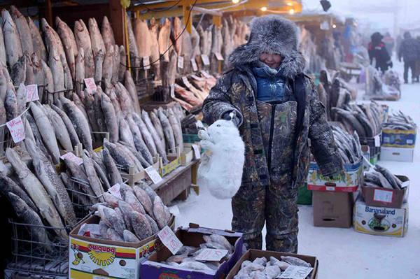 Trời quá lạnh nên người dân không thể trồng trọt, thức ăn chính của họ là thịt và cá