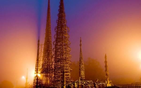 Tháp Watts là biểu tượng quan trọng của Los Angeles, được xây dựng suốt 33 năm (1921-1954). Tour tham quan tháp Watts diễn ra từ thứ 5 tới chủ nhật. Các sự kiện thường niên được tổ chức tại đây bao gồm lễ hội trống và lễ hội nhạc jazz. Ảnh: Getty images.