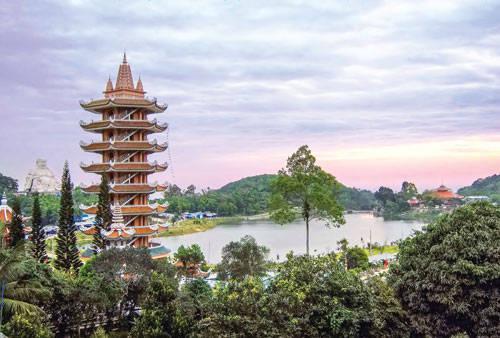 Tháp Quán Thế Âm chùa Vạn Linh.