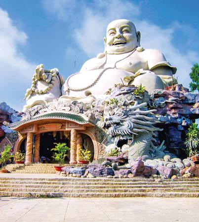 Tượng Phật Di Lặc lớn nhất châu Á trên đỉnh núi Cấm.