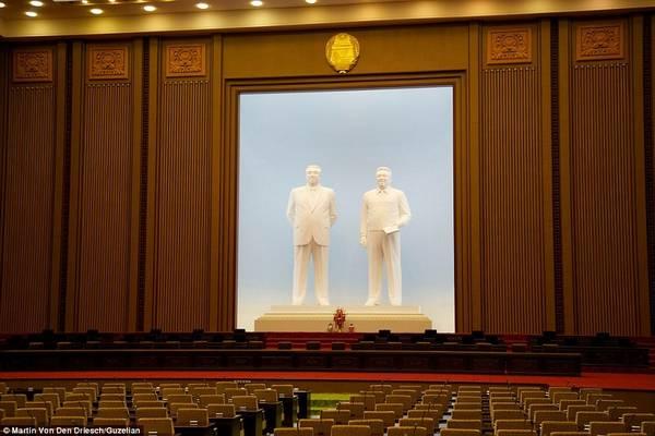 Bức ảnh chụp bên trong tòa nhà Quốc hội của Triều Tiên tại Bình Nhưỡng, nơi họp của Hội đồng Nhân dân Tối cao.
