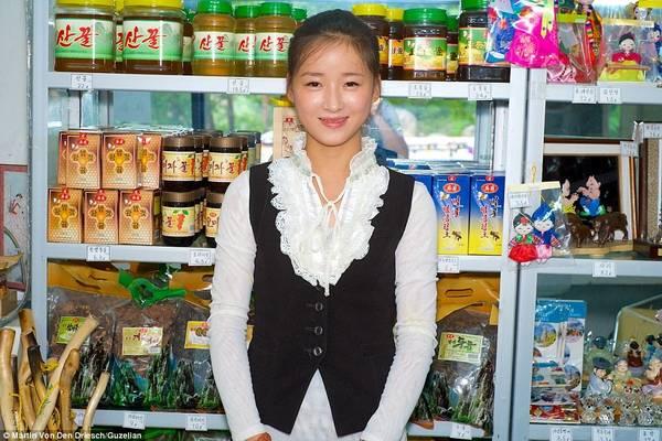Một cửa hàng bán các sản phẩm đặc trưng của Triều Tiên.