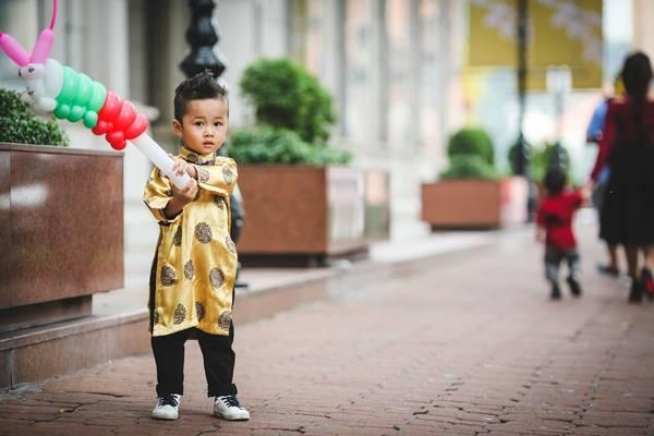 Bé Nghiêm Khang (3 tuổi) được bố mẹ dẫn đi chụp ảnh nhân dịp cuối tuần.