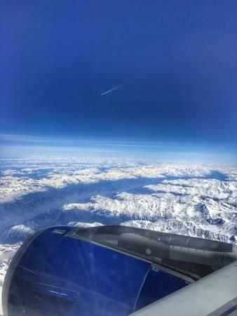 12. Phải đi thật nhiều thì mới biết hoá ra trên đời này còn nhiều thứ đẹp đẽ mà mình chưa được chiêm ngưỡng lắm. Ví dụ như Monte Rosa - dãy núi trải dài từ vùng Piemont, thung lũng Aosta của nước Ý đến vùng Valais của Thụy Sỹ chẳng hạn. Ai mà chẳng choáng ngợp trước một khung cảnh như thế này cơ chứ!