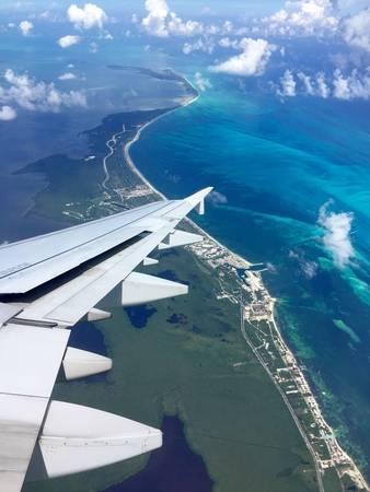 4. Một bên là thảo nguyên xanh mượt, một bên là biển trời xanh ngắt - tất cả cùng gặp nhau tại Cancun, Mexico. Giờ thì đã hiểu vì sao người ta lại bảo thiên nhiên kỳ thú rồi!