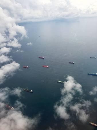 7. Một góc nhìn hư ảo lẫn lộn của kênh đào Panama.