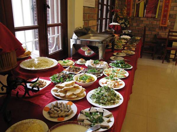 5-dia-chi-buffet-chay-ngon-khong-gian-lich-su-gia-duoi-120-ngan-o-ha-noi-ivivu-15
