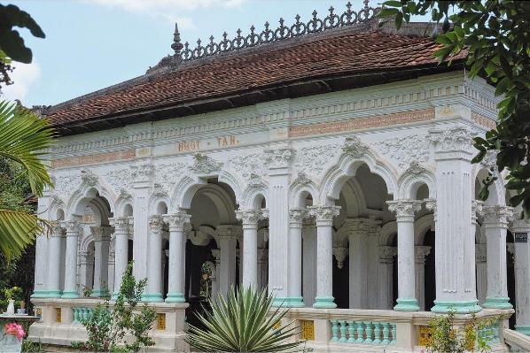 Ngôi nhà cổ của ông Xoát được mệnh danh là ngôi nhà có lâu đời nhất trong làng. Ảnh: @tuilabammm