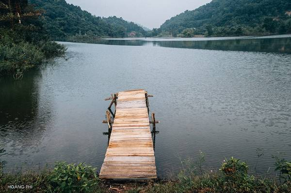 Thả hồn theo mặt nước phẳng lặng của hồ, bạn sẽ được giải tỏa mọi ưu phiền trong cuộc sống.