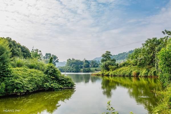 Rời những đồi chè bạt ngàn, du khách có thể ghé thăm khu du lịch sinh thái nổi tiếng nhất của Thài Nguyên - hồ Núi Cốc.
