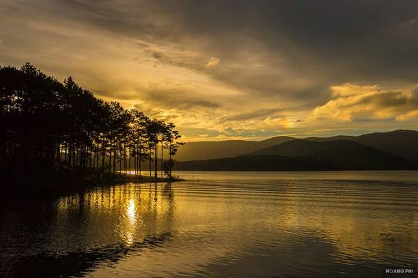 Đến Đà Lạt hãy sống chọn 24 giờ từ khi những ánh nắng mai thức giấc, đến lúc bóng hoàng hôn lấp dần sau những ngọn núi để có thể tận dụng từng phút giây tận hưởng hết mọi vẻ đẹp của nơi đây.