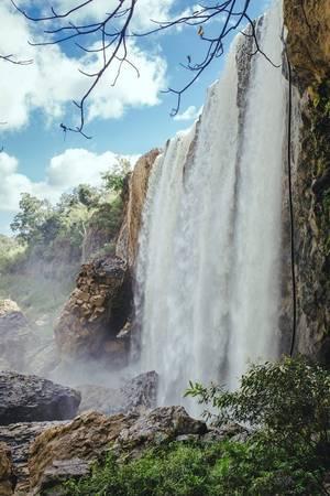 Thác Bảo Đại, thác Pongour, thác Cam ly... - mỗi dòng một vẻ nhưng lạ kỳ thay, dường như tất cả đều mang một vẻ đẹp dịu dàng, nên thơ phù hợp với khung cảnh lảng bảng của xứ sương mù.