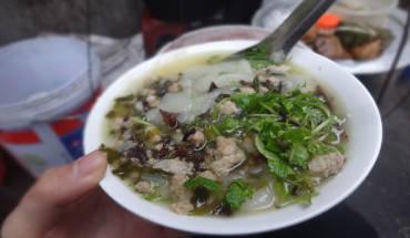ganh-banh-duc-luon-chay-hang-chi-sau-tieng-ruoi-bay-ban-ivivu-5]