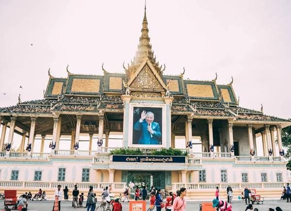 Cung điện hoàng gia tráng lệ ở thủ đô Phnom Penh. Ảnh: Trần Ngọc Toàn.