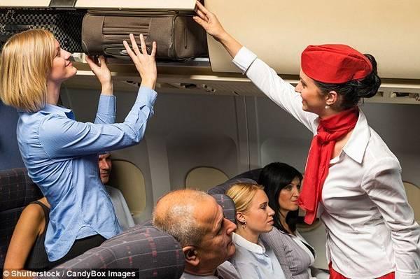 Hãy bảo vệ đầu, cổ và lưng khi có tai nạn máy bay