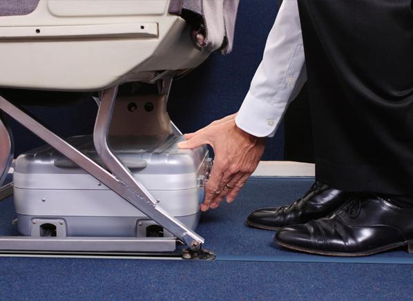 """Khi có tai nạn, hành lý này sẽ làm """"lá chắn"""" cứu bạn"""