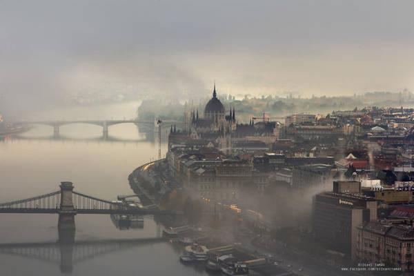 Vẻ đẹp thành phố trong sương