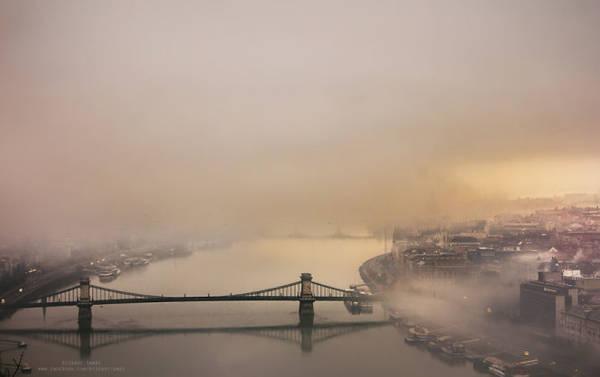 Tamás Rizsavi trong một lần chụp ảnh thành phố nhìn từ trên cao
