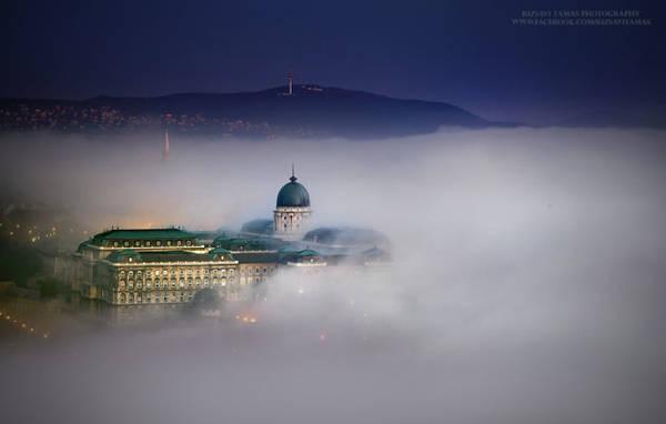 Budapest trong một ngày sương mù dày đặc